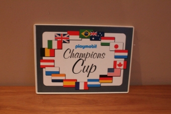 Playmobil bord met champion cup erop van race set.