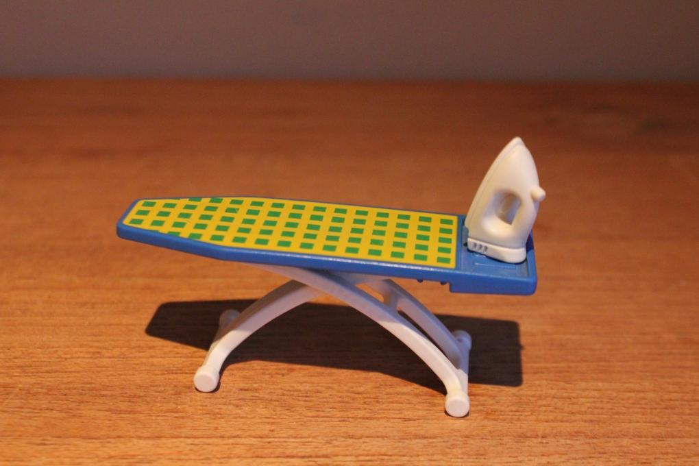 Playmobil strijkplank en strijkijzer van set 3206 for 2e hands meubels