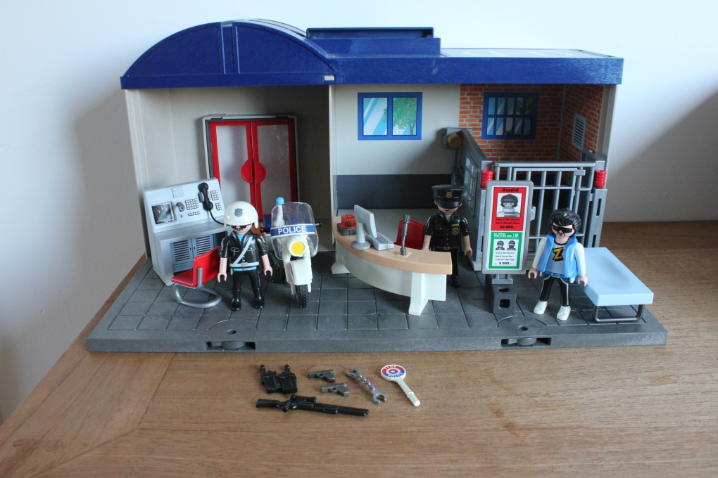 playmobil meeneem politie bureau 5299 playmobil politie. Black Bedroom Furniture Sets. Home Design Ideas