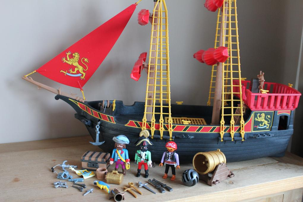 pin playmobil blackbeards pirate ship 5736 on pinterest. Black Bedroom Furniture Sets. Home Design Ideas