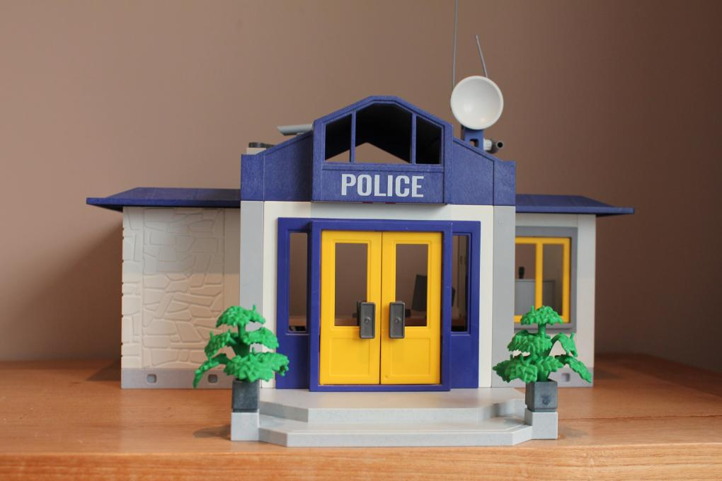 playmobil politie bureau 3165 playmobil politie 2e. Black Bedroom Furniture Sets. Home Design Ideas